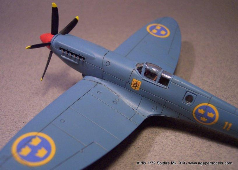 Airfix_Spitfire_MkXIX-10