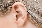 øre på kvinde billede