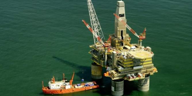 Oil Platform Rig in Russia (Pixabay.com)