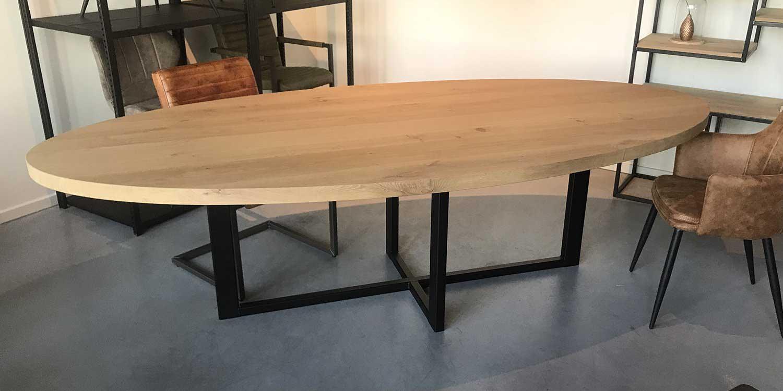 pieds w dedans grande table ovale salle
