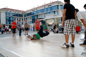 Exhibición_de_Breakdance_-_Vella_Escola