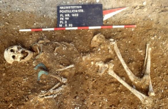 <p>Restos humanos descubiertosal sur de Augsburgo (Alemania)de hace entre2.500 y 1.650 a.C./ Stadtarchäologie Augsburg</p>