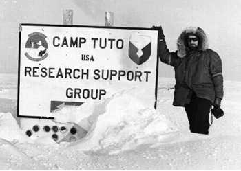 Claude Lorius en 1955 en Groenlandia
