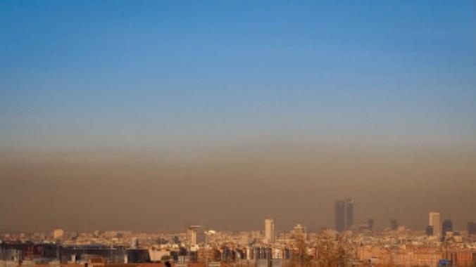 <p>Contaminación en el cielo de Madrid. / Sergio Cambelo</p>