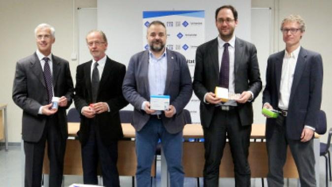 <p>Carlos Moreu, M4 Pharma; Fèlix Grases, UIB; Jordi Llabrés, UIB; Rosendo Garganta, Devicare; y Antonio Baldi, CSIC. / UIB</p>