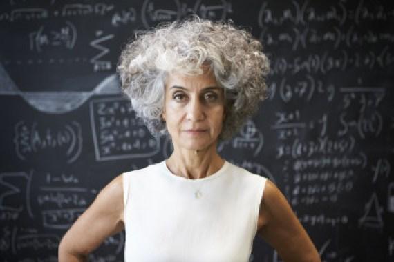 <p>Los científicos aún no saben por qué los melanocitos del cabello dejan de funcionar y las canas aparecen. / AdobeStock</p>