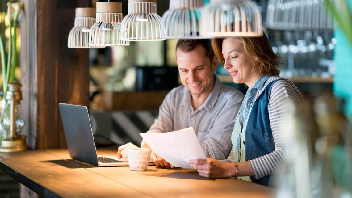 Casal de empresários utiliza criação de site para empresa