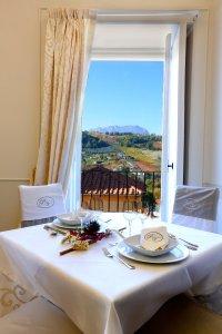 La sala ristorante di Palazzo Vittoli a Castelfranci.