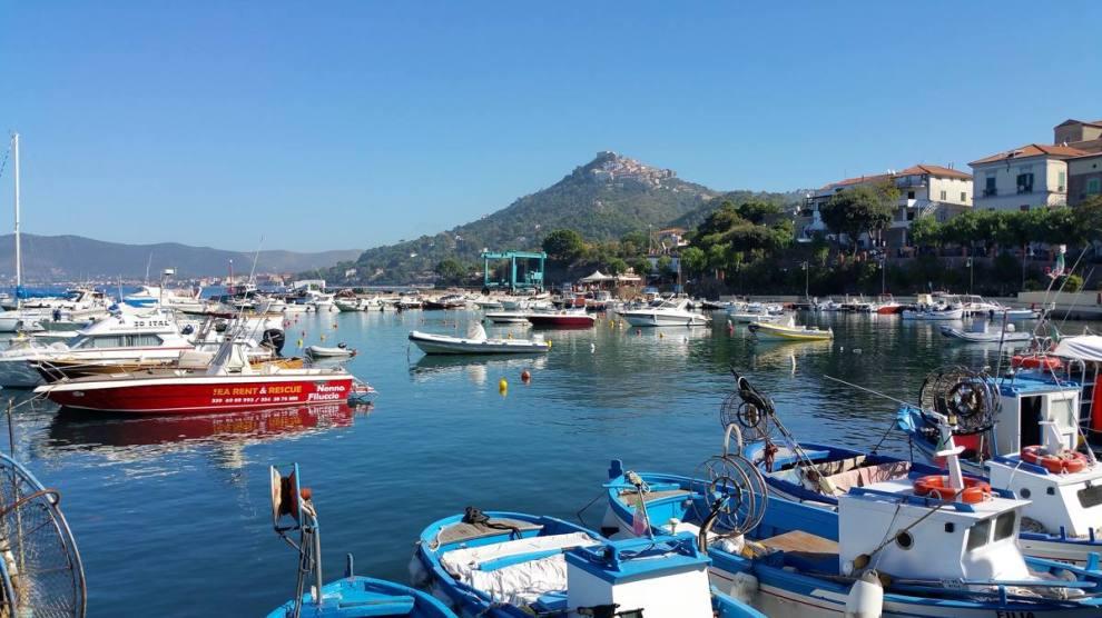 Castellabate vista dal porto di San Marco.