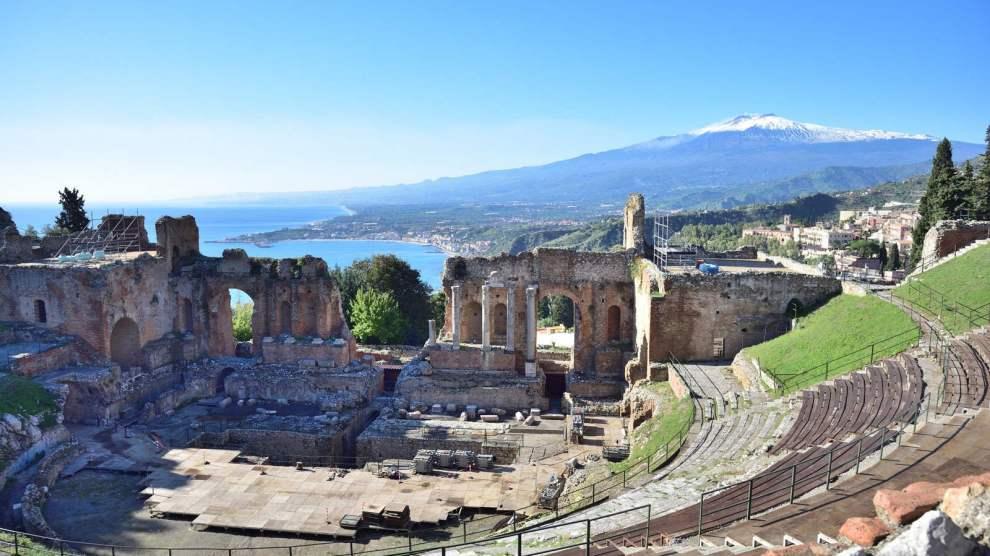L'Etna visto dal teatro greco di Taormina