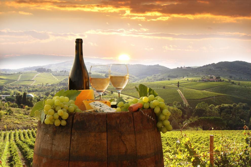 Da Lanciano a Val di Sangro, da  Casalbordino  a Vasto, mutano gli scenari, i profumi, i colori ma non il  gusto dei preziosi vini abruzzesi.