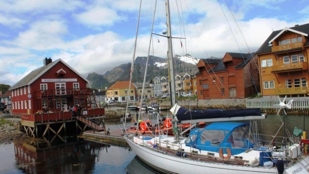 La crociera ai Fiordi Norvegesi ha un appeal unico: a bordo di una nave, i freddi mari della Norvegia offrono emozioni e sensazioni difficili da descrivere.