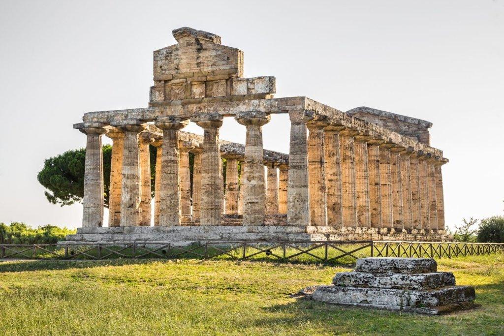 Chi progetta le vacanze in Campania nel Cilento, ama arte,cultura e natura. Paestum, Velia e Certosa di Padula meritano una visita turistica.