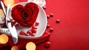 Valentine's_Day_Roses_Closeup_Red_Heart_Plate_512589_1280x725.jpg