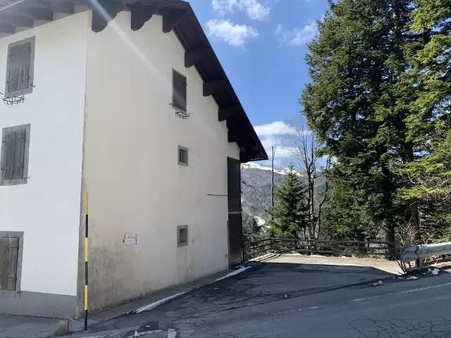Mansarda Trilocale Abetone centro Mq 65 Due Piani posto auto scoperto (1) – Copia