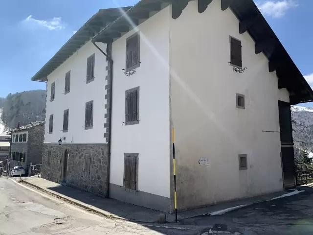 Mansarda Trilocale Abetone centro Mq 65 Due Piani posto auto scoperto (2) – Copia