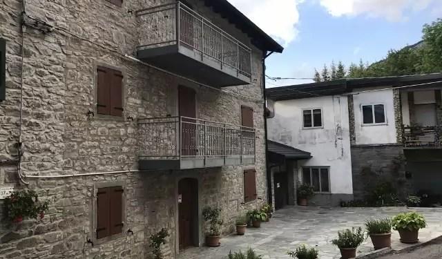 Villetta in Sasso Fiumalbo Rotari Sei Vani Mq 120 Ristrutturata