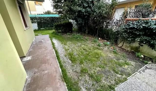 Trilocale Viareggio Terminetto Mq 66 Piano Terra Giardino Mq 100 Parcheggio Privato