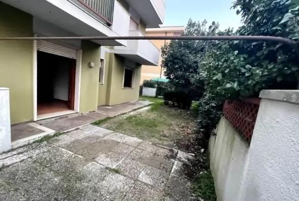 Trilocale Viareggio Terminetto Mq 66 Piano Terra Giardino Mq 100 Parcheggio Privato (26)
