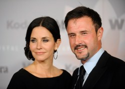 Actors Courteney Cox and her husband David Arquette attend the 2010 Women in Film Crystal+Lucy Awards in Los Angeles June 1, 2010. REUTERS/Phil McCarten (UNITED STATES - Tags: ENTERTAINMENT PROFILE) - RTR2ENI4