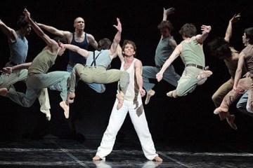 Danseurs illustrant le travail en équipe.