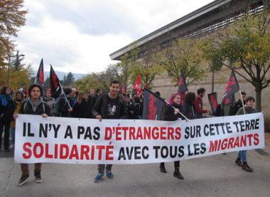 Mobilisation pro-migrant.es dans les monts du Lyonnais ! Appel à la solidarité lancé par les collectifs locaux.