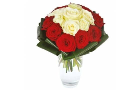 bouquet de roses rouges et blanches capri