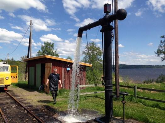 Vattenpumpen är sjösatt. Foto: Bernt Lindsjö