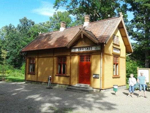 Gräfsnäs stationshus målat. Foto: Alexander Lagerberg