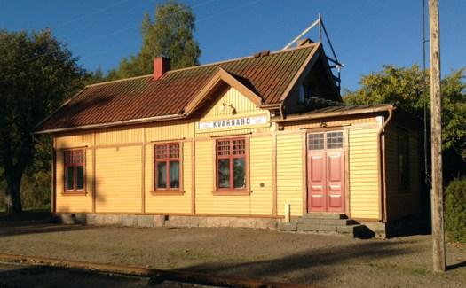 Kvarnabo station med den nya dörren. Foto: Bern Lindsjö