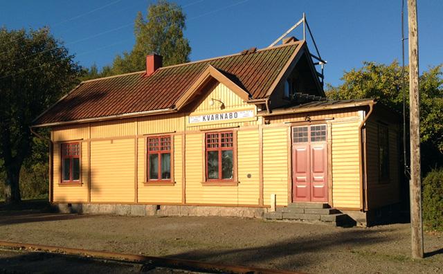 Kvarnabo station med den nya dörren. Foto: Bernt Lindsjö