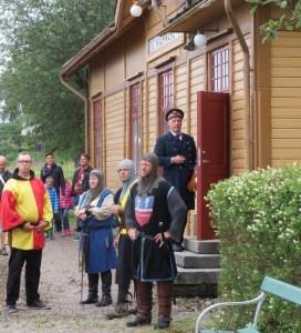 Riddare och tågklarerare i Kvarnabo. Foto: Lennart Nordh