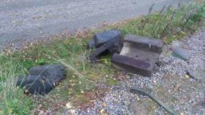 Dessa låg som stöd runt semaforens fäste nere i backen.