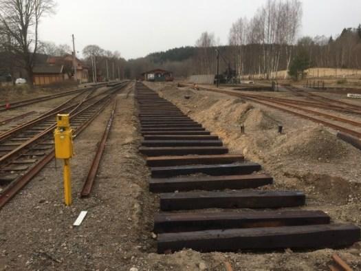 Spår 3 är urgrävt och nya slipers är utlagda. Foto: Patrik Engberg