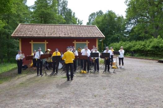 Stenungsunds Musikkår uppträder i Gröfsnäs. Foto: Yngve Emanuelsson