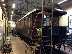 Vagn 22 i verkstaden. Det som återstår nu är montering av säten mm. Foto: Patrik Engberg