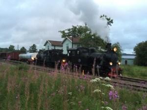 Kvällens tåg med dubbla ånglok väntar på avgång från Kvarnabo. Foto: Patrik Engberg