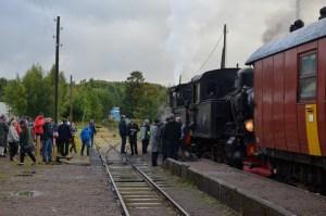 VGJ 24 och BLJ 6 skall ta vatten i Kvarnabo. Foto: Yngve Emanuelsson