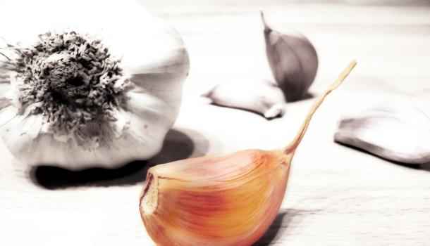 Aglio Vestito - Unpeeled garlic cloves - Aglio in camicia