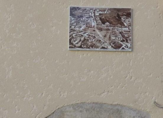 Photo ancienne représentant une vue aérienne du village de RIBIERS