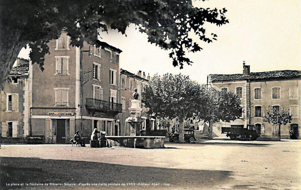 photo ancienne retouchée de la place de RIBIERS