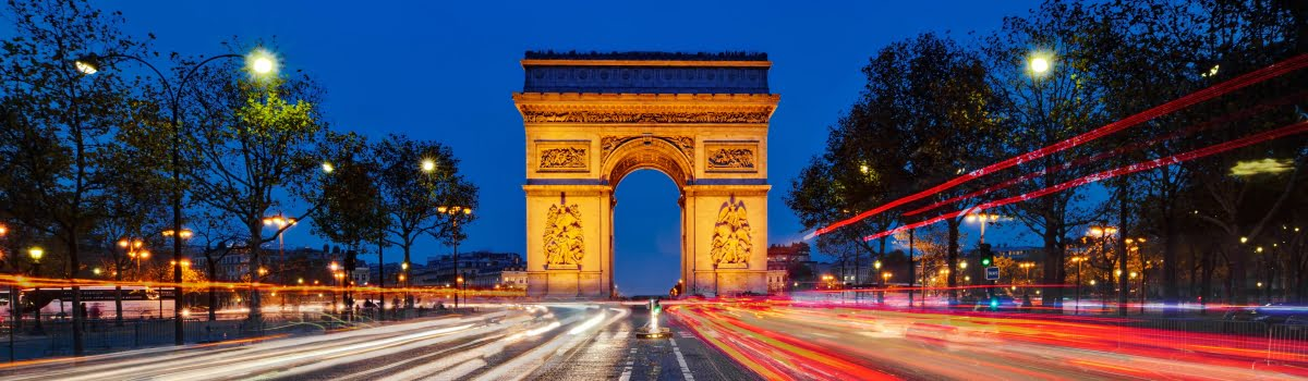 Night view of Arc de Triomphe