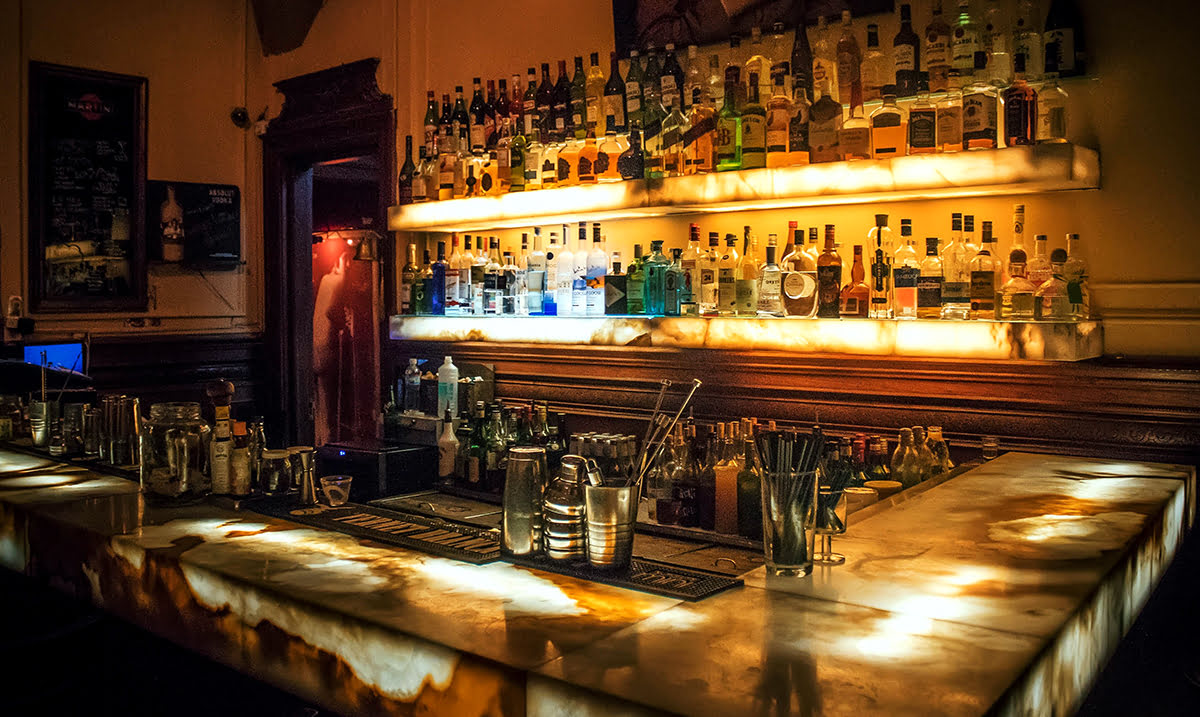 Bars in Paris-France-nightlife-Pubs and Dive Bars