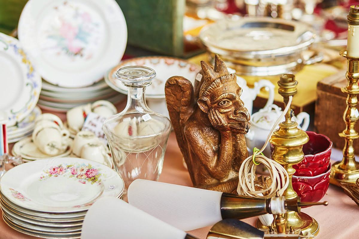 What to buy in Paris-shopping-souvenirs-Les Puces de Montreuil
