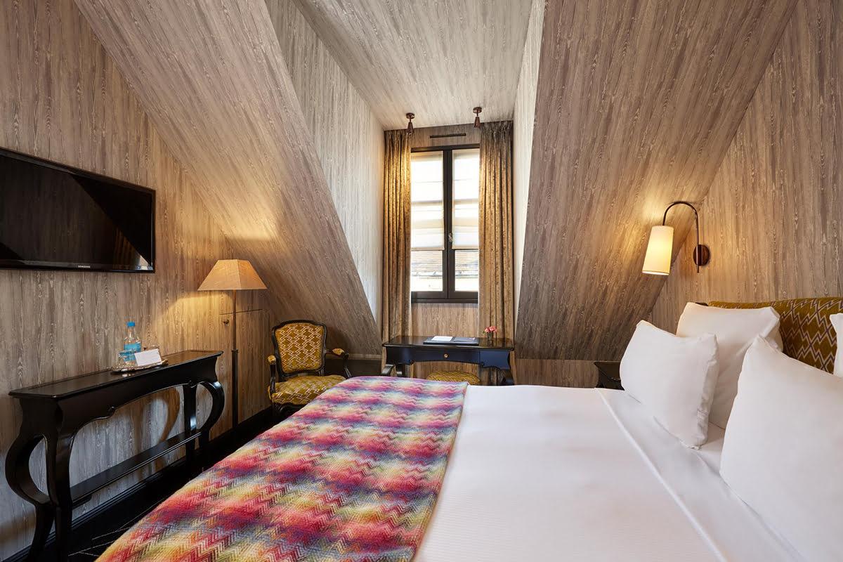 Where to stay in Paris-Le Pavillon de la Reine Hotel