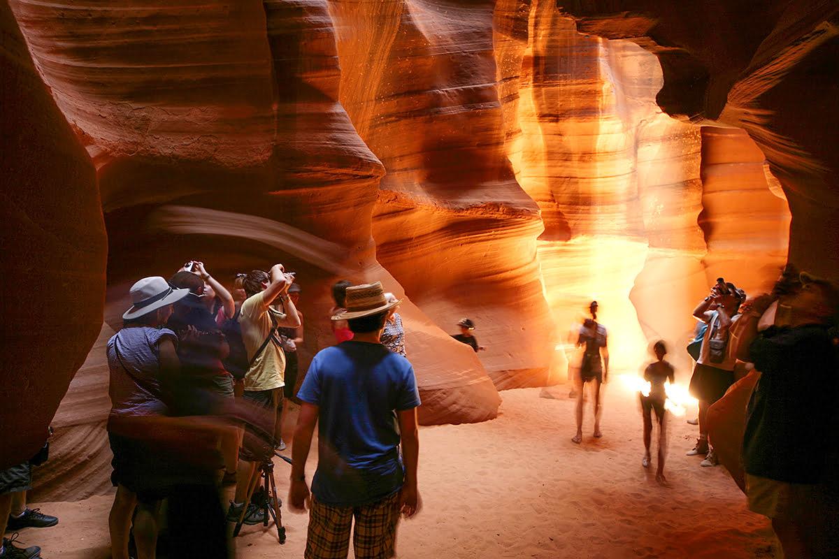 Antelope Canyon tours-southern Utah hiking-tourists-Navajo guide