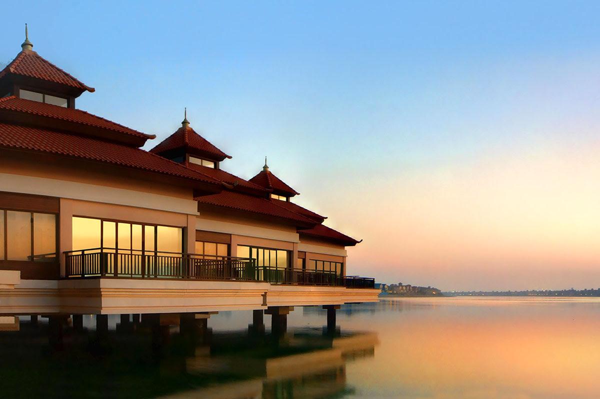 Hotels in Dubai-shopping-UAE-Anantara The Palm Dubai Resort