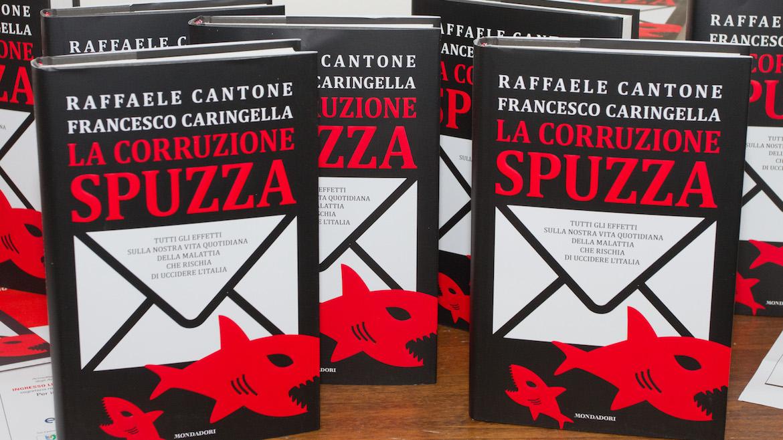 """Cantone e Caringella a Sorrento, per la presentazione del libro """"La corruzione spuzza"""""""