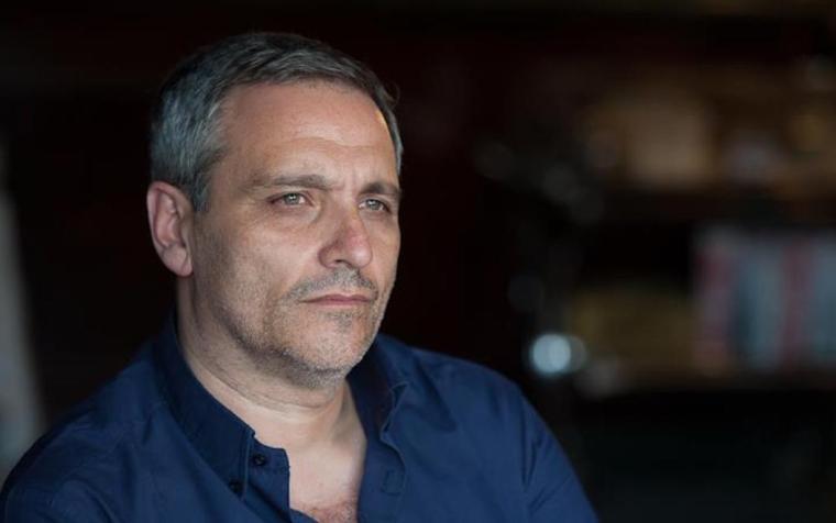 """Libri. Maurizio De Giovanni presenta """"Souvenir per i bastardi di Pizzofalcone"""""""