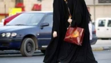"""Photo of شاهد شاف كل حاجة: القبض على 3 فتيات بتهمة """"سلط ملط"""" تحت العباءات في مجمع بالسالمية!"""